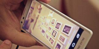 smartphone_poy_hartografei_se_3d_ton_perivallonta_horo.jpg