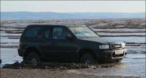 4x4_lost_to_incoming_tide_on_brean_beach.jpg