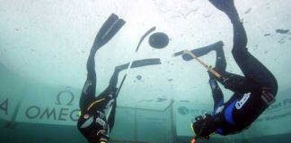 underwater_ice_hockey-1.jpg