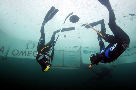 underwater_ice_hockey-1.jpg