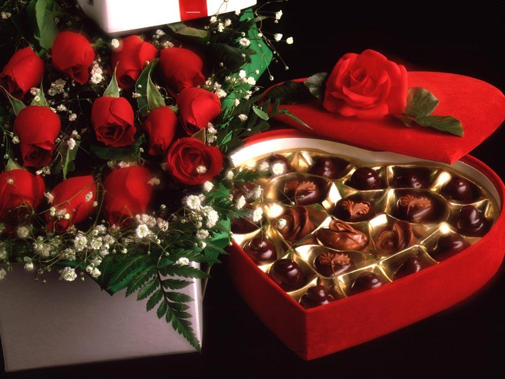 9d9a76fa8b Οι ερωτευμένοι γιορτάζουν τον Βαλεντίνο - Συναισθήματα και δώρα ...