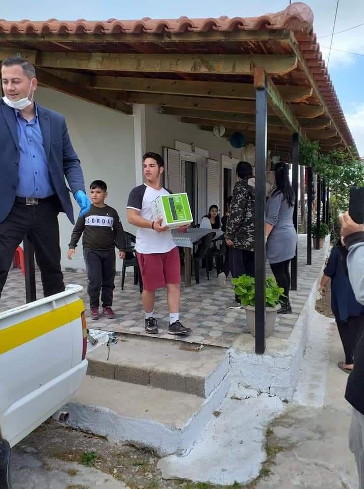 Αμαλιάδα: Δίπλα στις ευπαθείς ομάδες ο αντιπεριφερειάρχης Θ. Βασιλόπουλος - Μοίρασε βιολογικά τρόφιμααπό το κατάστημα του σε 60οικογένειες του οικισμού Παπακαυκά