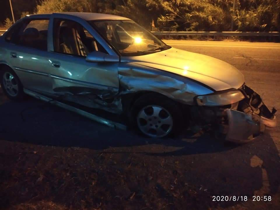 Τροχαίο ατύχημα απόψε στην Ε.Ο. Πύργου – Πατρών, στο ύψος της Βάρδας, με υλικές ζημιές μετά από πλαγιομετωπική σύγκρουση δύο ΙΧ οχημάτων