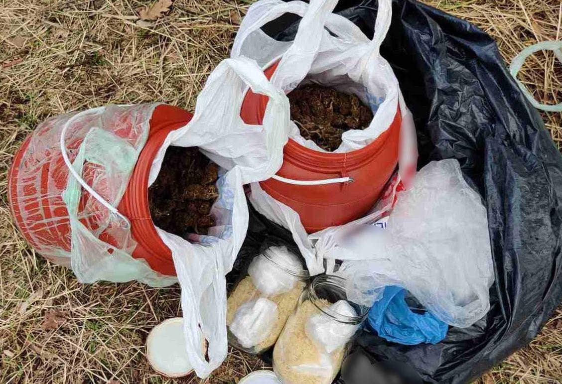 Πύργος: Συνελήφθη διακινητής ναρκωτικών - Κατασχέθηκαν 2 κιλά κάνναβης, 250 γραμμάρια κοκαΐνης και 1.080 ευρώ (photos)