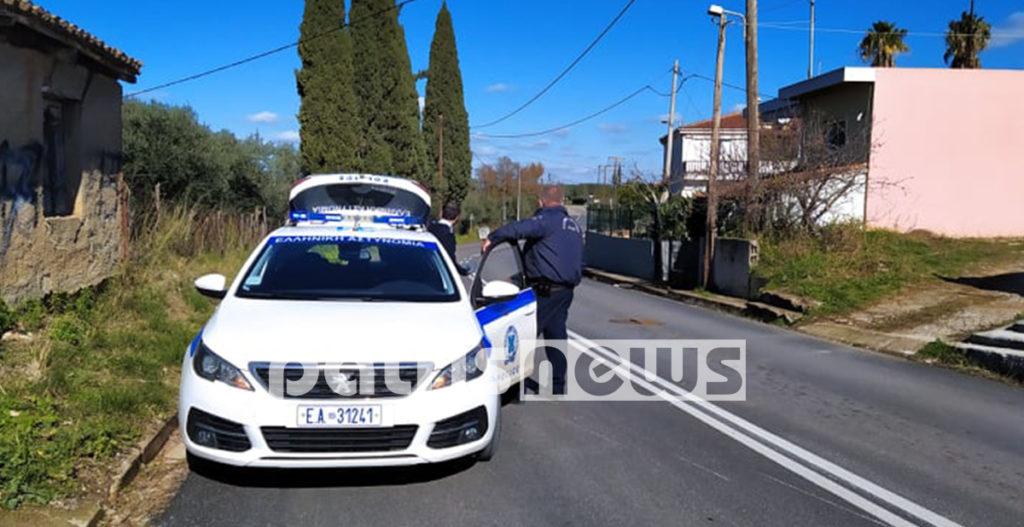αστυνομικός βγαίνει από περιπολικό