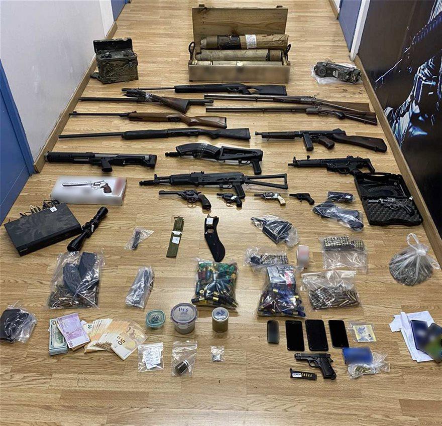 Μεγάλη επιχείρηση της ΕΛ.ΑΣ στην Ανάβυσσο: Έφοδος σε φυτεία με 46.000 δενδρύλλια χασίς – 24 συλλήψεις – Εντοπίστηκαν όπλα