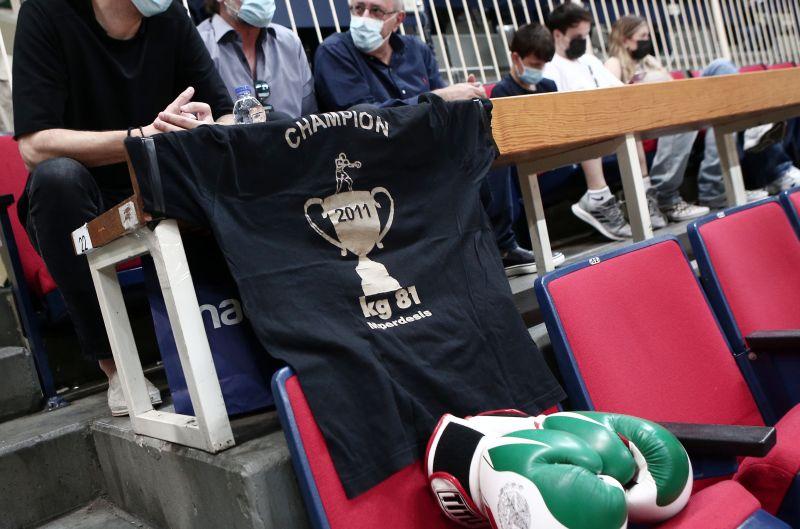 Τα γάντια του μποξ και το μπλουζάκι στη μνήμη του Τάσου Μπερδέση στο ΟΑΚΑ