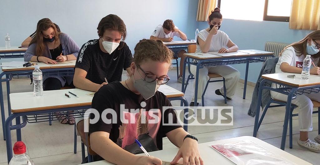 μαθητεσ γραφουν πανελλαδικες εξετασεις με μασκες