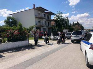 Θεσσαλονίκη: «Λύγισαν» οι πυροσβέστες όταν ανέσυραν νεκρό το 18 μηνών αγοράκι που έπεσε σε βόθρο σε σπίτι στα Νέα Μάλγαρα