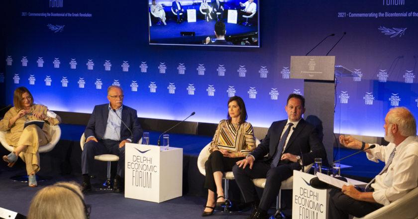 Από αριστερά: Μαρία Σπυράκη, Μέλος του Ευρωπαϊκού Κοινοβουλίου, Δημήτρης Παπαδημούλης, Αντιπρόεδρος του Ευρωπαϊκού Κοινοβουλίου, Άννα - Μισέλ Ασημακοπούλου, Αντιπρόεδρος της Επιτροπής Διεθνούς Εμπορίου του Ευρωκοινοβουλίου, Στέλιος Πέτσας, Αναπληρωτής Υπουργός Εσωτερικών αρμόδιος για Θέματα Αυτοδιοίκησης και ο Αντώνης Παπαγιαννίδης, Economia Publishing Greece