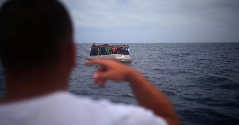 μετανάστες σε βάρκα