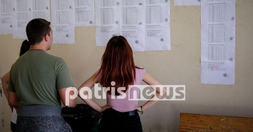 υποψηφιοι βλεπουν τους βαθμους τους