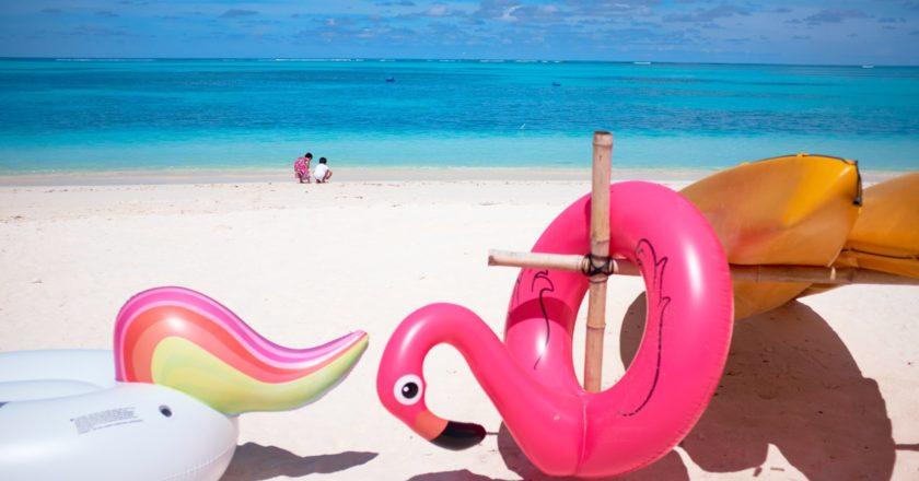 φουσκωτά παιχνίδια στην παραλία