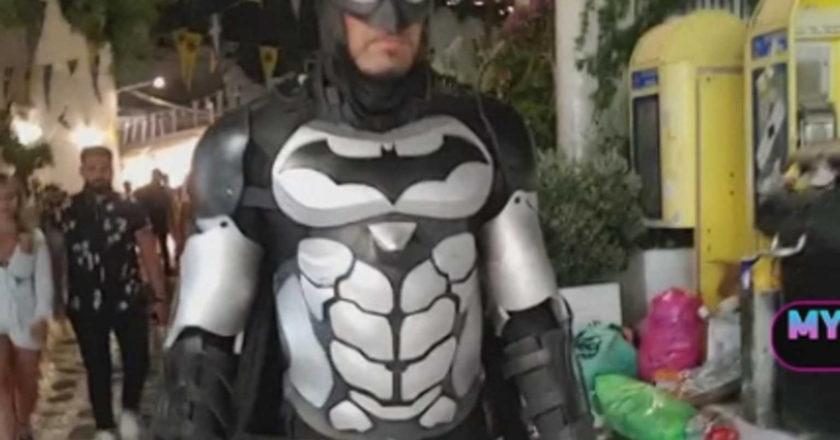 άνδρας ντυμένος batman