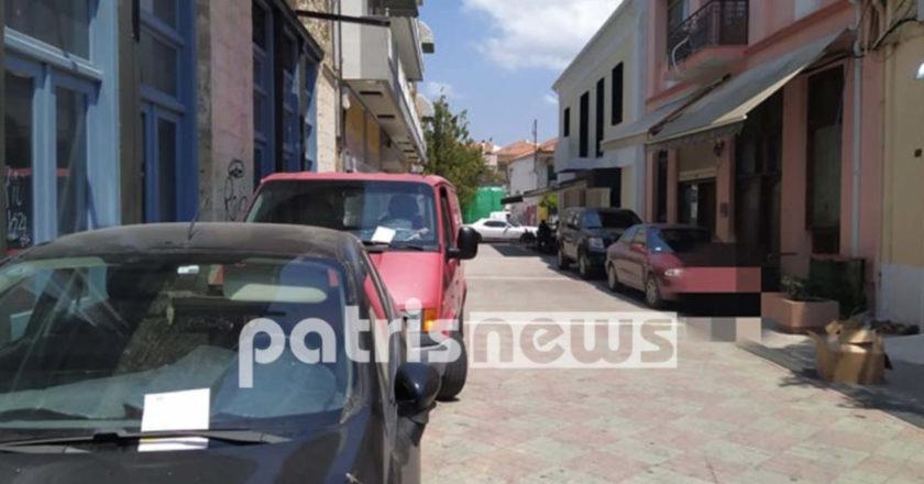 παράνομα παρκαρίσματα σε δρόμο της Αμαλιάδας