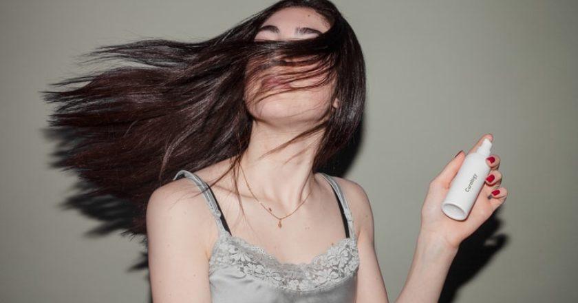 γυναίκα-μαλλιά